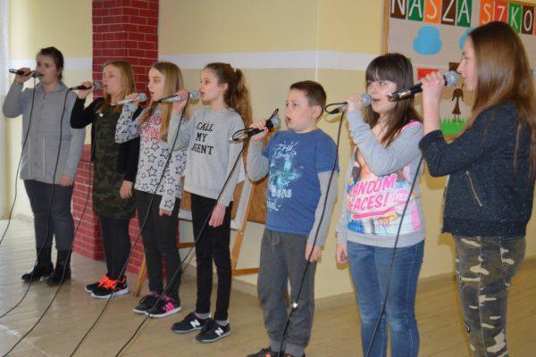 Pierwsza próba mikrofonowa 23 Szkolnego Festiwalu Piosenki